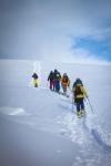 På vei opp til toppen og ned til pudderbussen. Bildet er tatt av Yngve Nordskag.